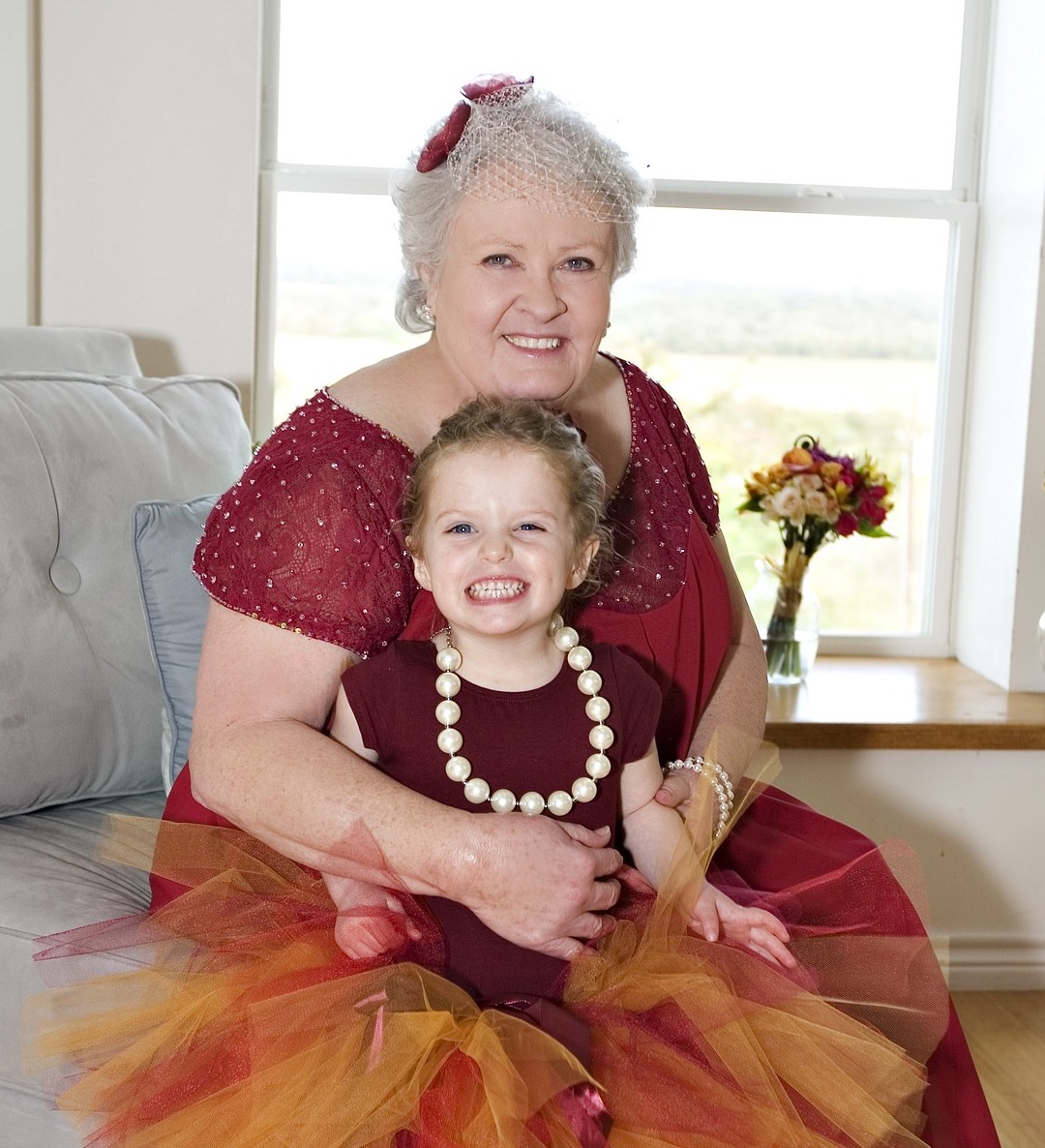 grandmother-with-granddaughter-2081318_1920.jpg